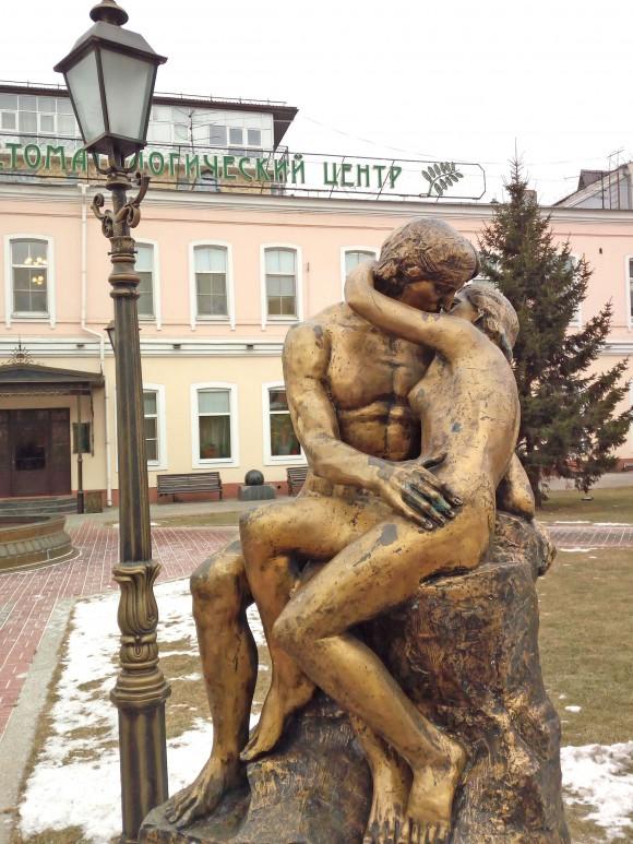Sculpture. of lovers in the city of irkutsk, Siberia. (Vlatka Jovanovic)