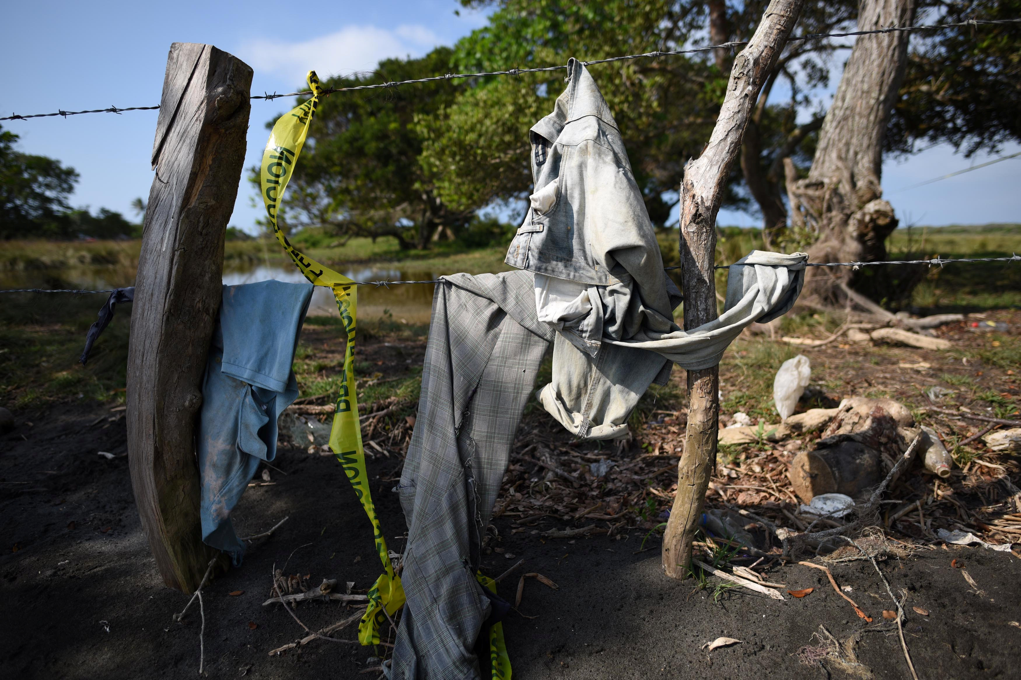 Clothing is pictured on a wire fence at site of unmarked graves where a forensic team and judicial authorities are working in after human skulls were found, in Alvarado, in Veracruz state, Mexico on March 19, 2017. (REUTERS/Yahir Ceballos)