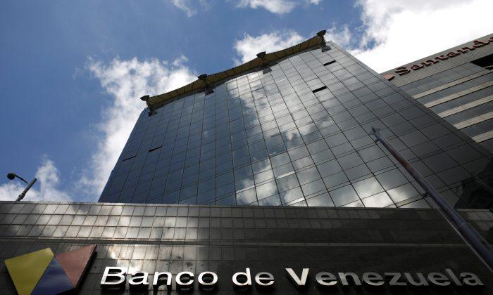 The logo of Banco de Venezuela is seen in a building in Caracas, Venezuela on March 14, 2017.  (REUTERS/Marco Bello)