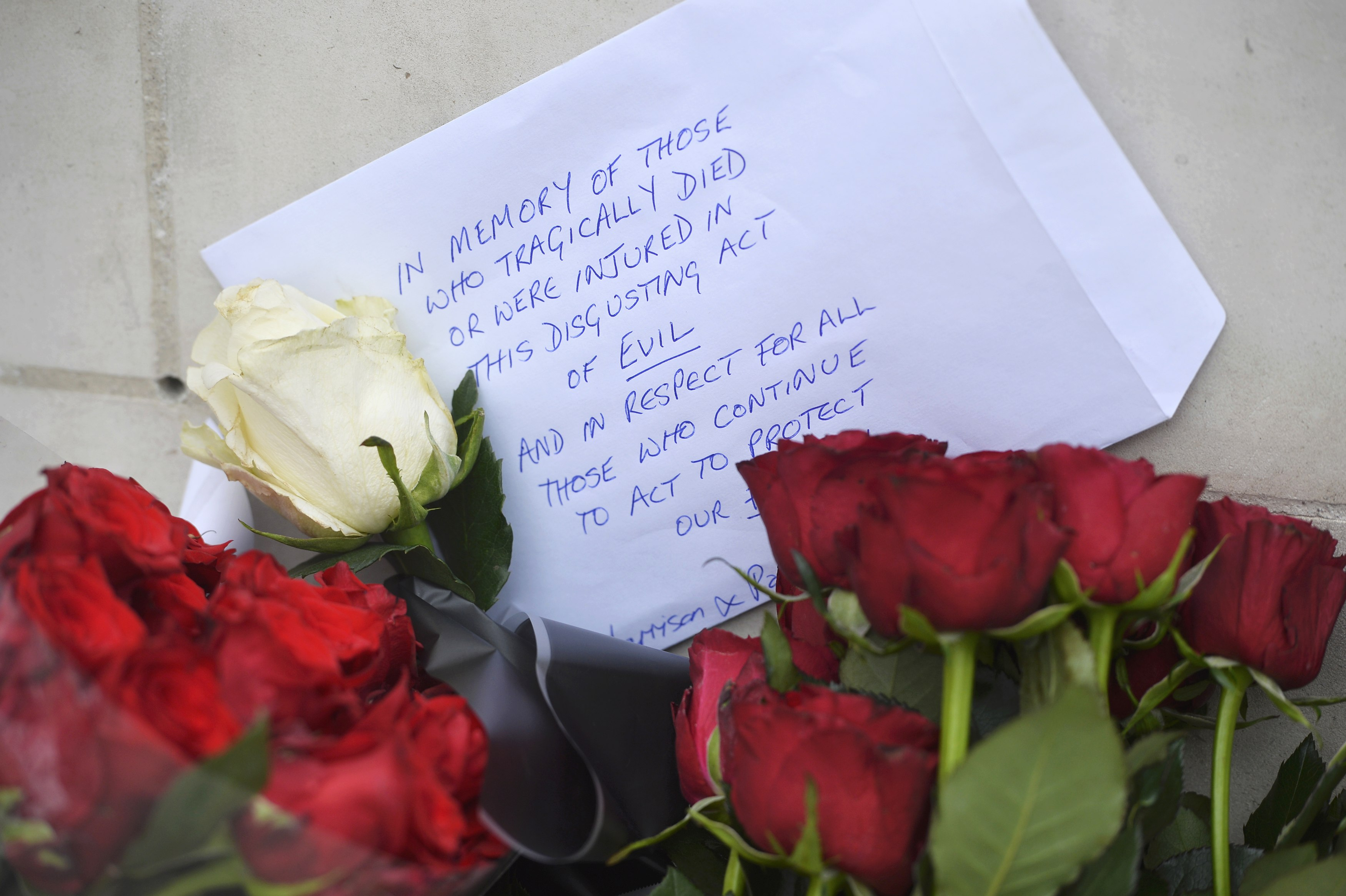 Flowers are left outside New Scotland Yard the morning after an attack in London, Britain on March 23, 2017. (REUTERS/Hannah McKay)