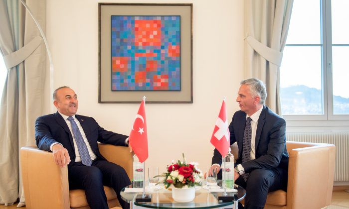 Turkey's Foreign Minister Mevlut Cavusoglu (L) and Switzerland's Federal Councillor Didier Burkhalter during Cavusoglu's visit to Switzerland in Bern, Switzerland on March 23, 2017. (REUTERS/Anthony Anex/Pool)