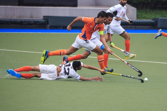 Arshad Mohammad of Khalsa in Orange pushes through to get the ball as SSSC's Mandeep Singh dives to stop him, in the final match of the HKHA Premier League 2016-2017 on March 19, 2017. (Dan Marchant)