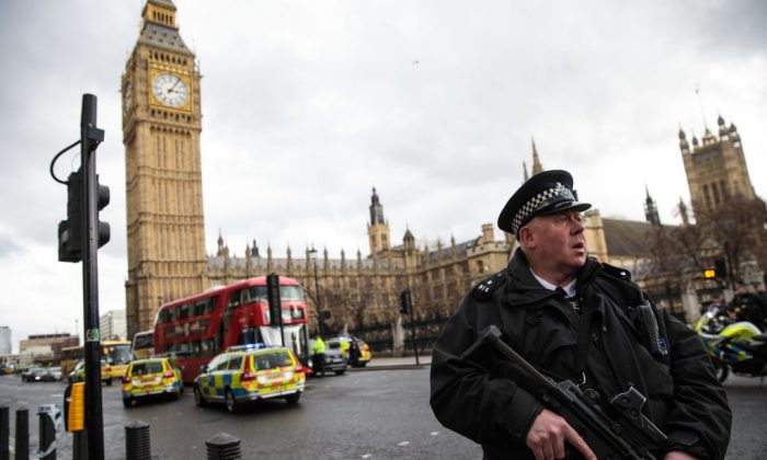 Armed police secure the area across the road from the Palace of Westminster housing the Houses of Parliament in central London on March 23, 2017. (ADRIAN DENNIS/AFP/Getty Images)