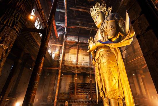 Statue of Avalokitesvara at the Gandantegchinlen temple in Ulaanbaatar. (Vlatka Jovanovic)