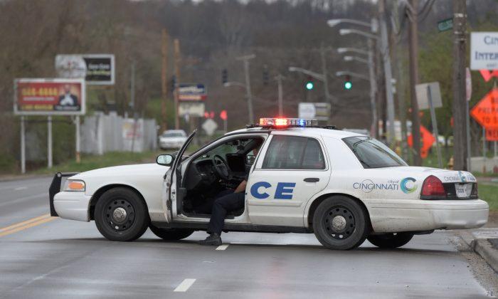 A Cincinnati police car blocks access to the scene of a mass shooting at the Cameo Nightlife club in Cincinnati, Ohio on March 26, 2017. (REUTERS/Caleb Hughes)