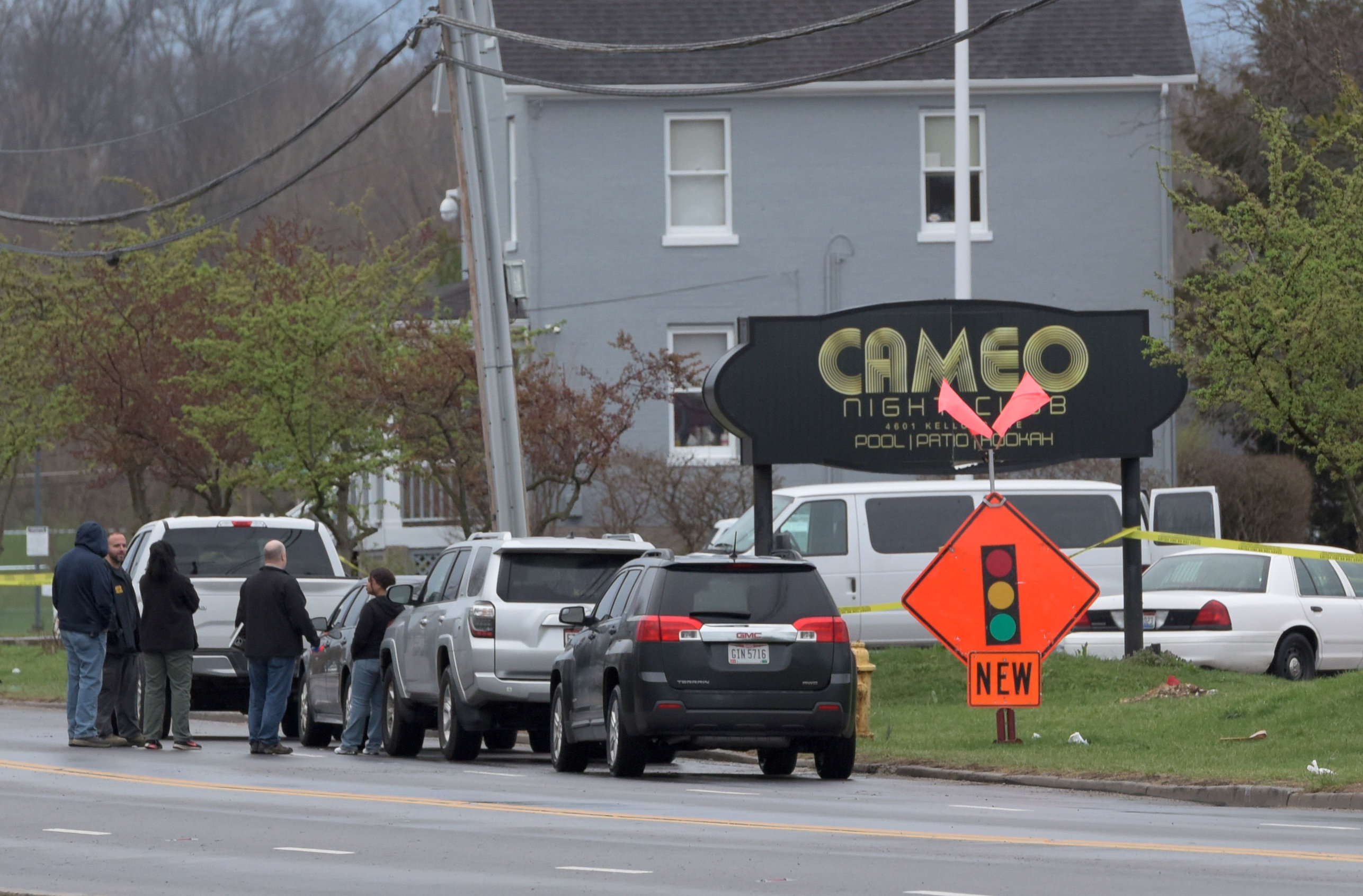Police and Bureau of Alcohol, Tobacco and Firearms (ATF) personnel attend the scene of a mass shooting at the Cameo Nightlife club in Cincinnati, Ohio on March 26, 2017. (REUTERS/Caleb Hughes)