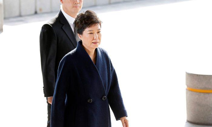 South Korea's ousted leader Park Geun-hye arrives at a prosecutor's office in Seoul. (REUTERS/Kim Hong-Ji)
