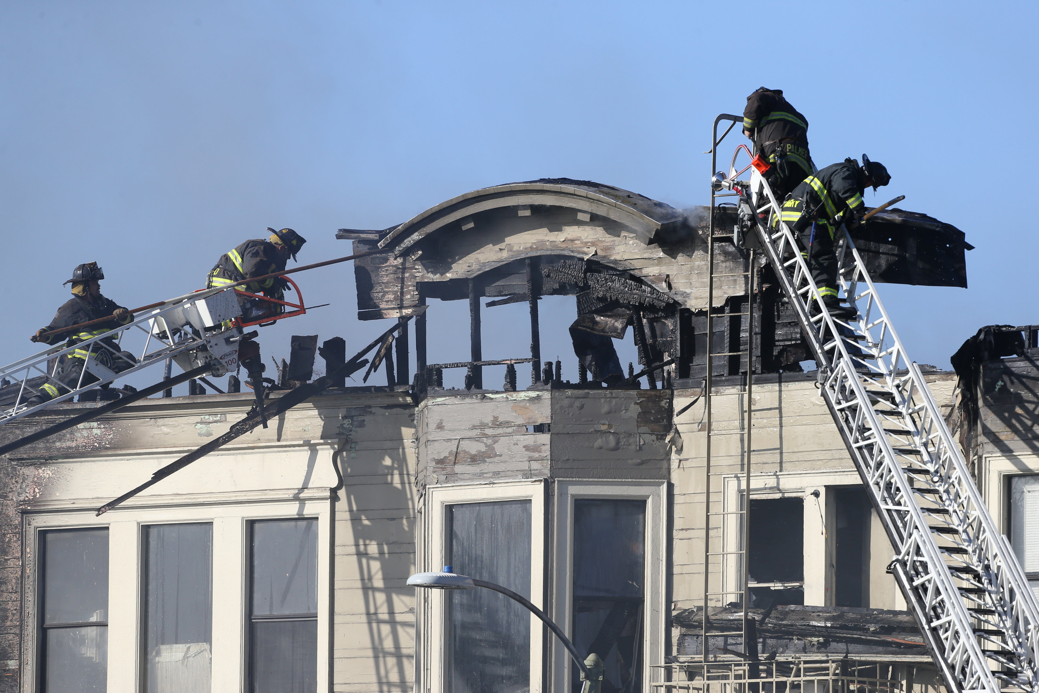 Firefighters battle a four-alarm blaze in a three-story apartment building in Oakland, California, U.S. March 27, 2017. (REUTERS/Beck Diefenbach)