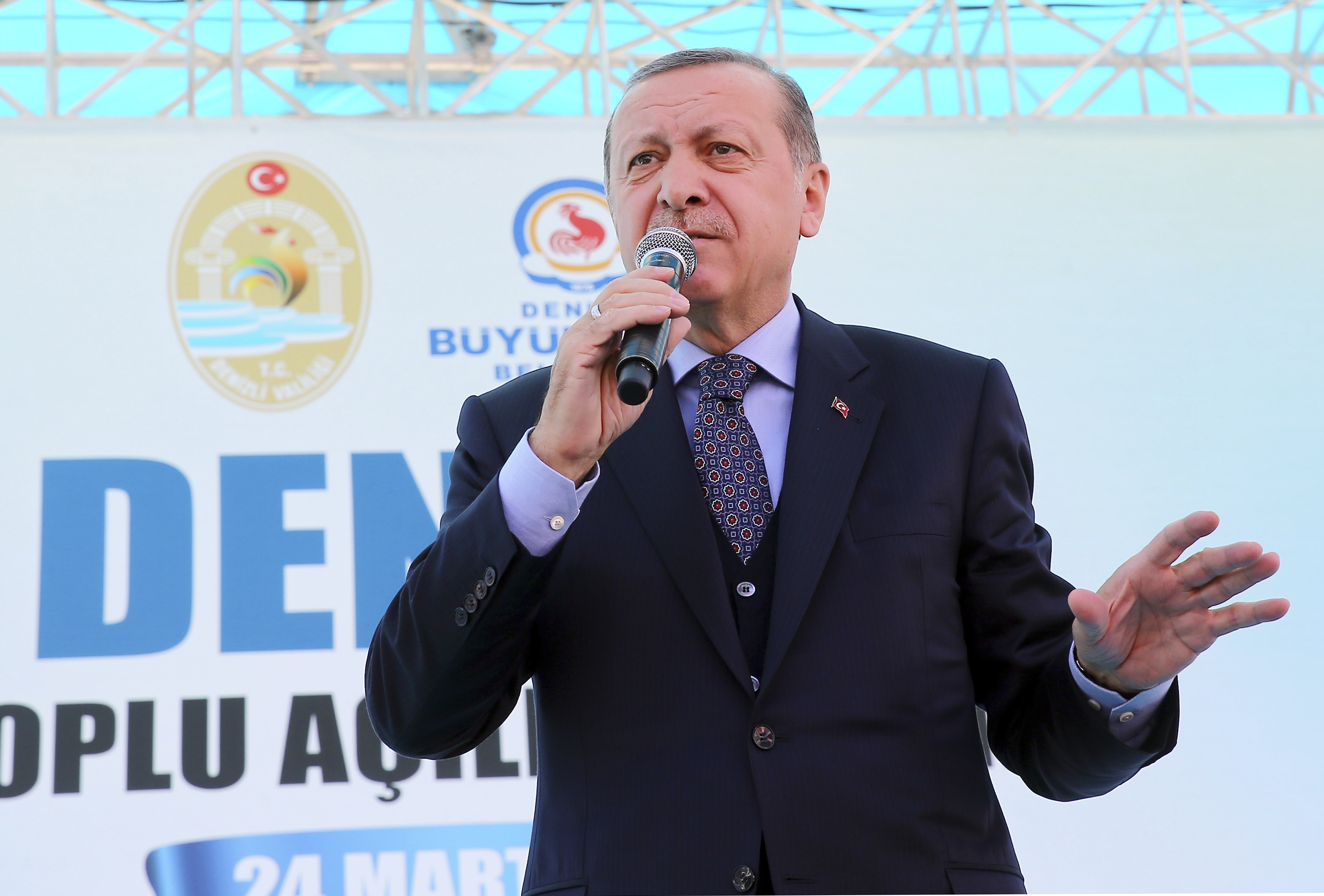 Turkey's President Recep Tayyip Erdogan addresses his supporters in Denizli, Turkey on March 24, 2017.(Kayhan Ozer/Presidential Press Service, Pool Photo via AP)