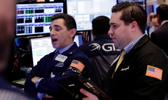 Traders work on the floor of the New York Stock Exchange (NYSE) shortly after the opening bell in New York, U.S., March 22, 2017.  (REUTERS/Lucas Jackson)