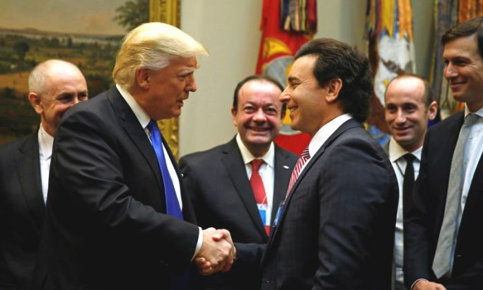 U.S. President Donald Trump greets Ford Motor Company CEO Mark Fields as he hosts a meeting with U.S. auto industry CEOs at the White House in Washington on Jan. 24, 2017. (REUTERS/Kevin Lamarque)