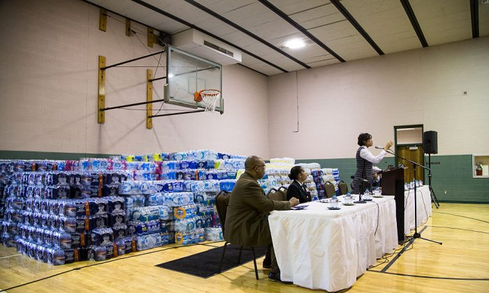 Flint Mayor Karen Weaver speaks to residents during a town hall on water, public safety and job opportunities in Flint, Mich. on March 17, 2016. (Brett Carlsen/Getty Images)