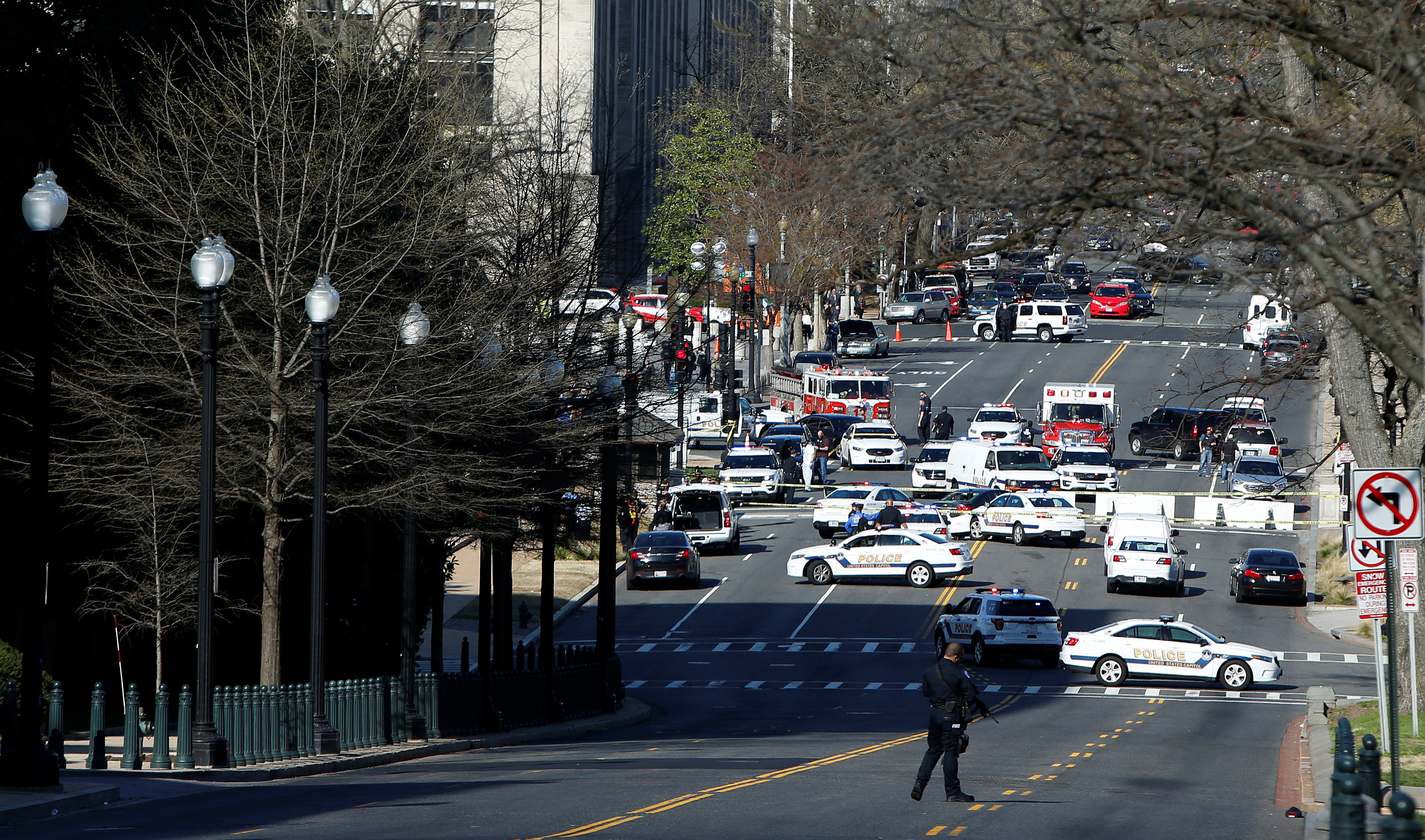 Capitol Hill police block traffic after a car whose driver struck a Capitol Police cruiser and then tried to run over officers, near the U.S. Capitol in Washington on March 29, 2017. (REUTERS/Joshua Roberts)