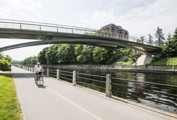 One of Ottawa's many bike paths runs alongside the Rideau Canal. (Ottawa Tourism)