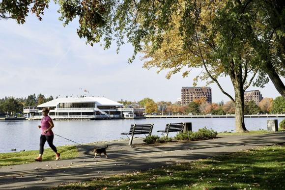 Bike path along Dow's Lake, a small man-made lake on the Rideau Canal. (Ottawa Tourism)
