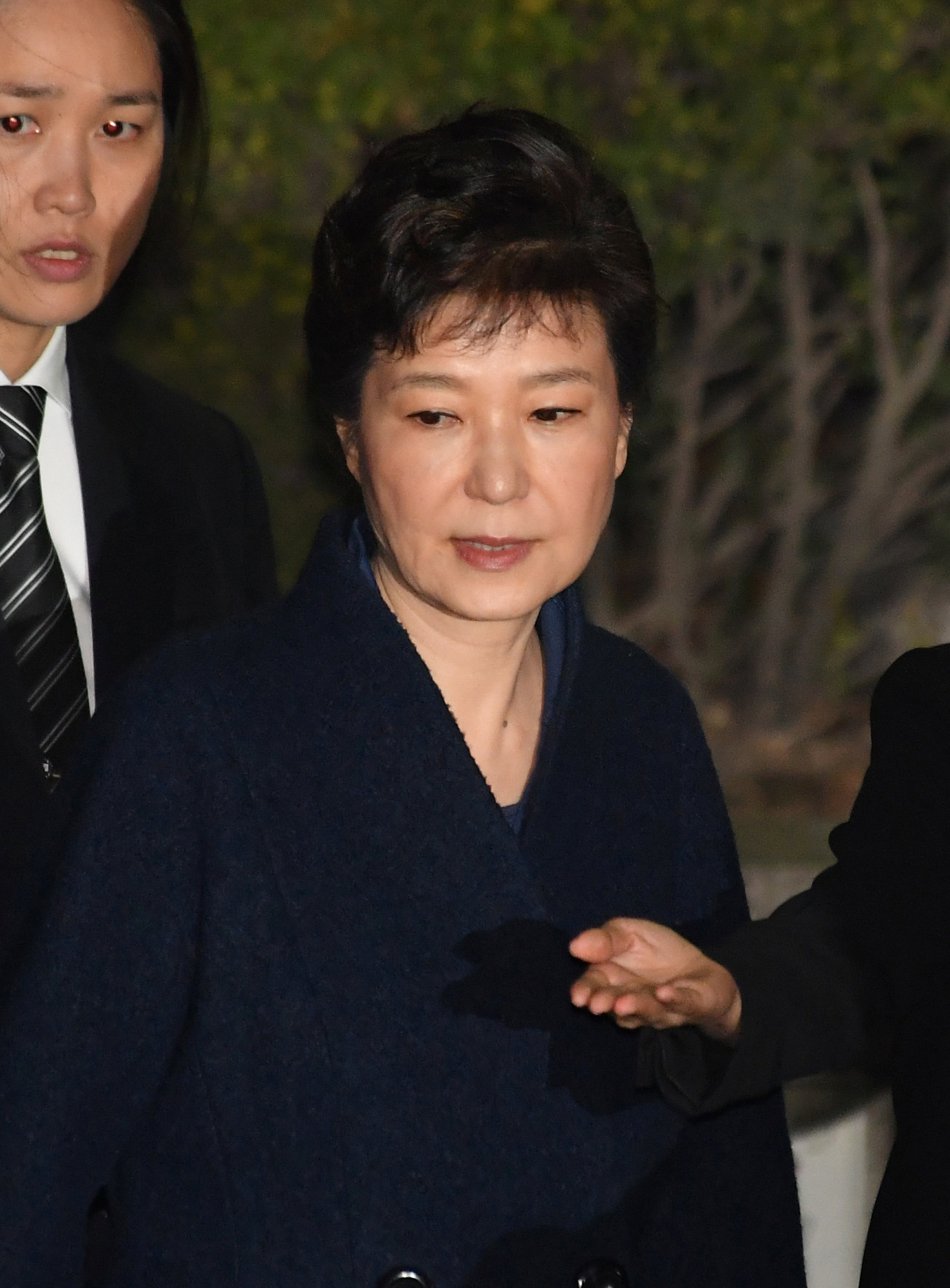 Ousted South Korean President Park Geun-hye, leaves after hearing on a prosecutors' request for her arrest for corruption at the Seoul Central District Court on March 30, 2017. (REUTERS/Song Kyung-Seok/Pool)