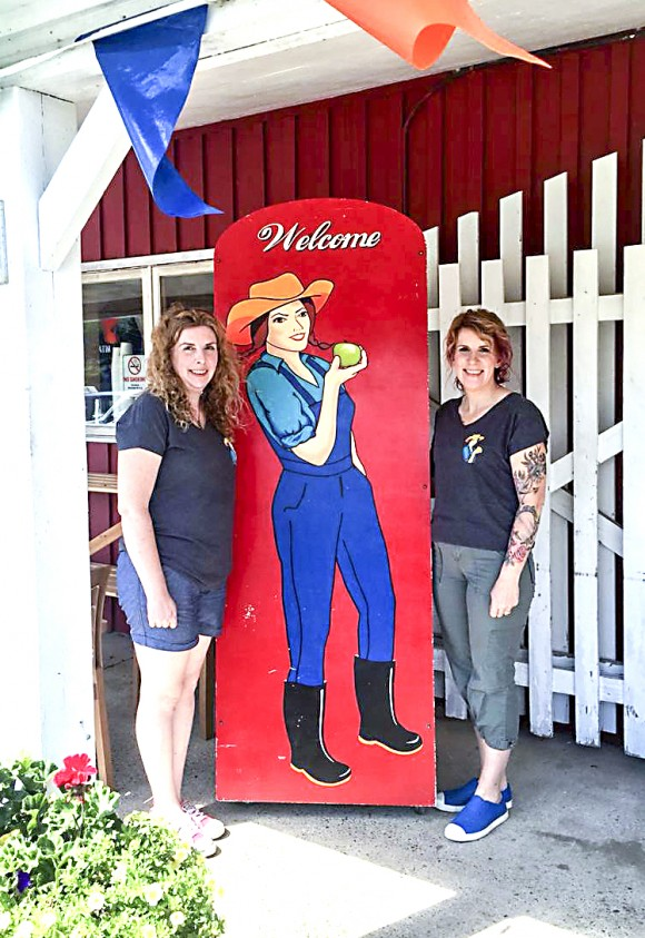Heather Coulombe (L) and Sandee MacLean outside the Farmer's Daughter Country Market. (Courtesy of Heather Coulombe)
