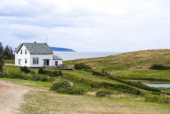 Oceanfront house on Cape Breton Island. (Natalia Bratslavsky/shutterstock)