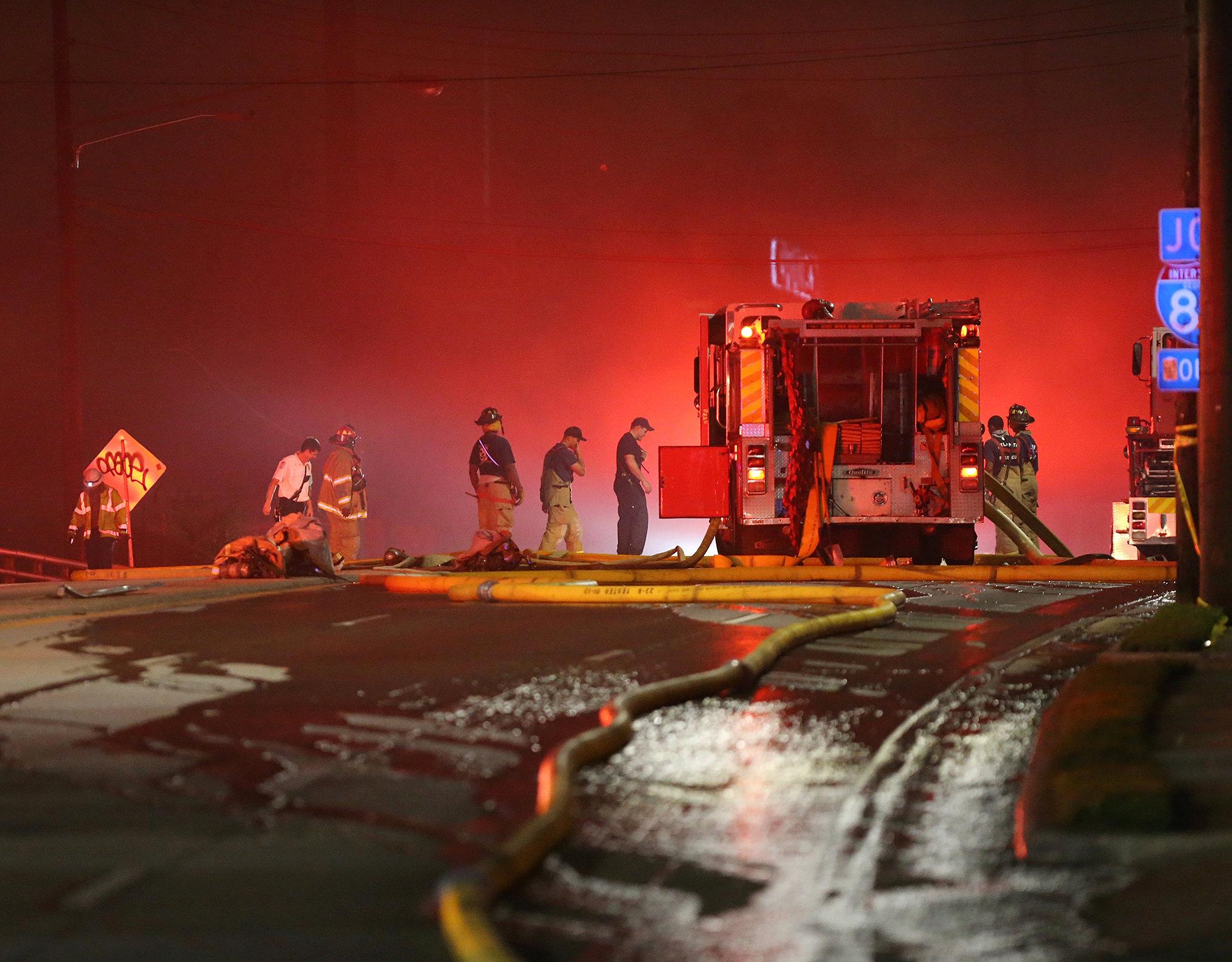 Emergency personnel work the scene of a bridge collapse at I-85 in Atlanta, Georgia, U.S., March 30, 2017.  (Courtesy  Curtis Compton/Atlanta Journal-Constitution/Handout via REUTERS)