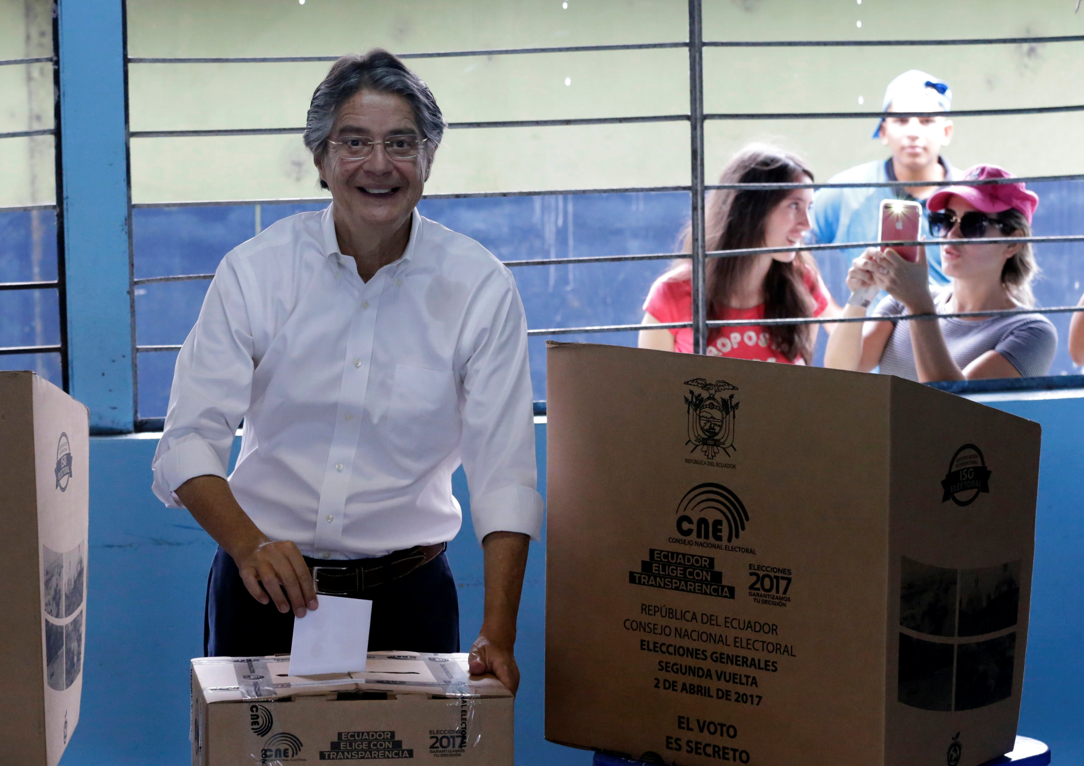 Ecuadorean presidential candidate Guillermo Lasso casts his vote during the presidential election in Guayaquil, Ecuador on April 2, 2017. (REUTERS/Henry Romero)