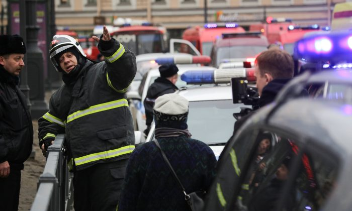 Emergency services direct pedestrians outside Sennaya Ploshchad metro station, following explosions in two train carriages at metro stations in St. Petersburg, Russia on April 3, 2017. (REUTERS/Anton Vaganov)