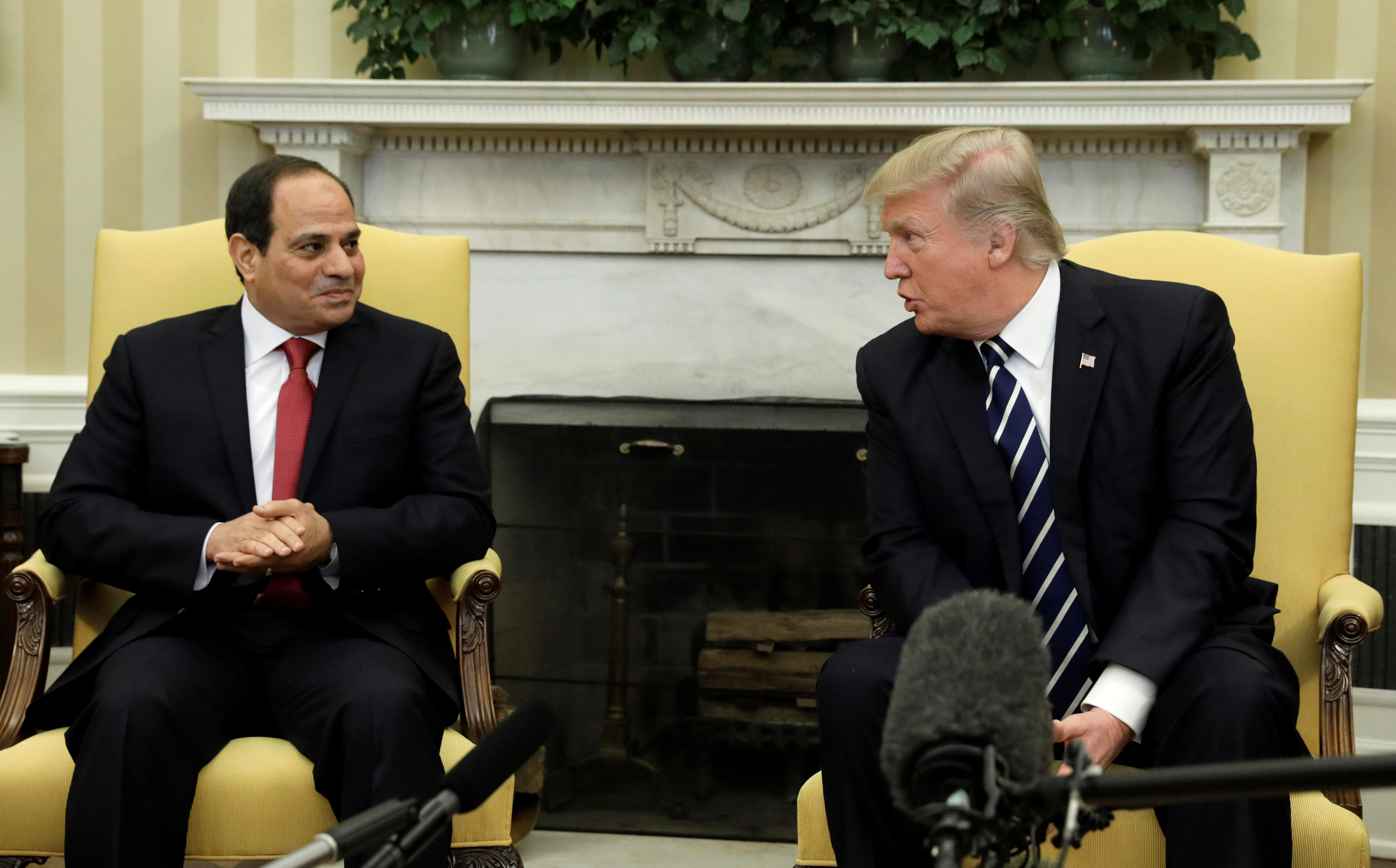 President Donald Trump meets Egyptian President Abdel Fattah al-Sisi in the Oval Office of the White House in Washington on April 3, 2017. (REUTERS/Kevin Lamarque)