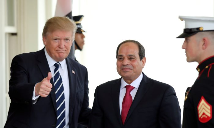 President Donald Trump welcomes Egypt's President Abdel Fattah al-Sisi at the White House in Washington on April 3, 2017. (REUTERS/Carlos Barria)