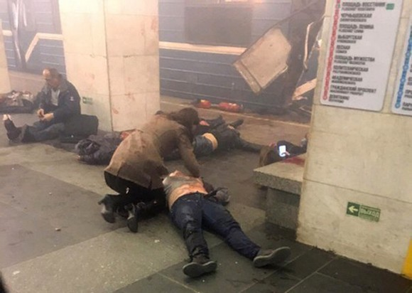 Blast victims lie near a subway train hit by a explosion at the Tekhnologichesky Institut subway station in St.Petersburg, Russia April 3, 2017. (AP Photo/www.vk.com/spb_today via AP)