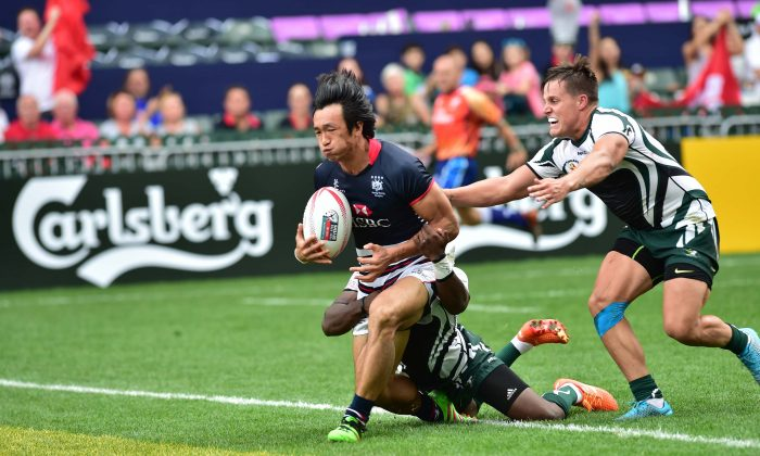 Hong Kong's Salom Yiu Kam-shing scores against Zimbabwe in the 2016 Cathay Pacific/HSBC Sevens.  In their Pool matches this year (2017) Hong Kong will compete with Chile, Sri Lanka and Namibia. Assuming Ihey get through the Pool  phase, they are likely to  meet tough opposition from Papua New Guinea,  Germany or Spain. (Bill Cox/Epoch Times)