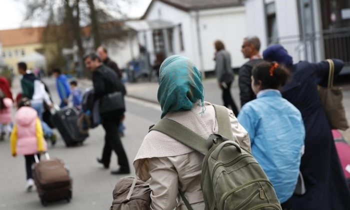 Syrian refugees arrive at the camp for refugees and migrants in Friedland, Germany April 4, 2016. (REUTERS/Kai Pfaffenbach)