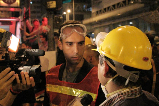 Chappell interviews protestors in Mong Kok, Hong Kong during the Umbrella Movement.  November 15, 2014. (Ben Chasteen/Epoch Times)