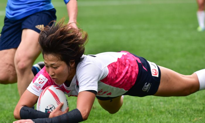 Japan women clinched in the World Rugby Sevens Series Qualifier event winning the semi-final against Italy 31-0 and then defeating South Africa 22-10 to secure a place in next year's World Series. Photo shows Japan's No 4 scoring during their semi-final against Italy at the Hong Kong Sevens Qualifier on Friday April 7, 2017. (Bill Cox/Epoch Times)