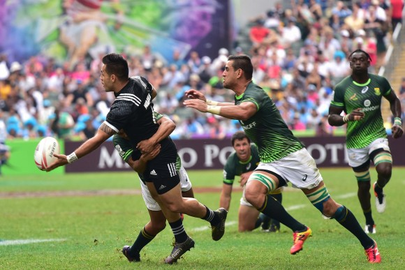 South Africa edged out New Zealand 21-19 in the quarter finals of the Hong Kong Sevens 2017. (Bill Cox/Epoch Times)