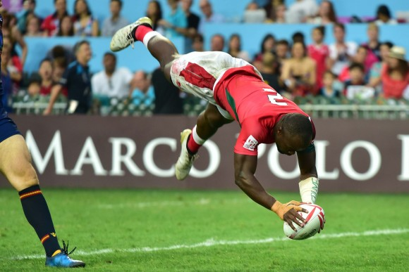 Acrobatic finish by Augustine Lugonzo of Kenya in their match against Scotland in the Trophy final at the Hong Kong Sevens on Sunday April 9, 2017. (Bill Cox/Epoch Times)