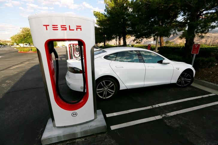FILE PHOTO -- A Tesla Model S charges at a Tesla Supercharger station in Cabazon, Calif. May 18, 2016. (REUTERS/Sam Mircovich/File Photo)