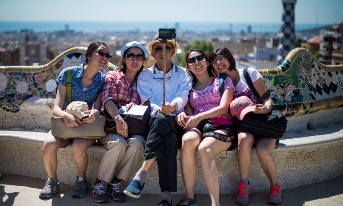 BARCELONA, SPAIN - JULY 11:  Tourists visit Gaudi's Park Guell on July 11, 2014 in Barcelona, Spain. As traders of 'La Boqueria' complain about tour groups getting in the way of their real customers, Barcelona's authorities are debating how to control the number of tourists in the city as an estimated 10 million people are due to visit this year.  (Photo by David Ramos/Getty Images)
