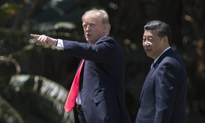 US President Donald Trump (L) and Chinese leader Xi Jinping (R) at the Mar-a-Lago estate in West Palm Beach, Florida, April 7, 2017. (Jim Watson/AFP/Getty Images)