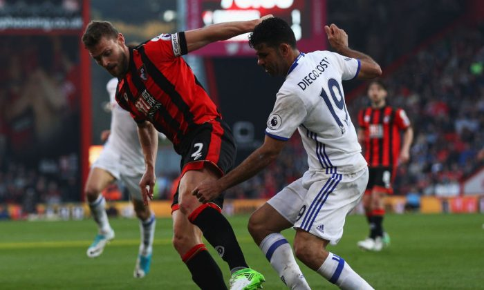 Simon Francis of AFC Bournemouth and Diego Costa of Chelsea battle for possession during the Premier League match between AFC Bournemouth and Chelsea at Vitality Stadium on April 8, 2017 in Bournemouth, England. (Ian Walton/Getty Images)