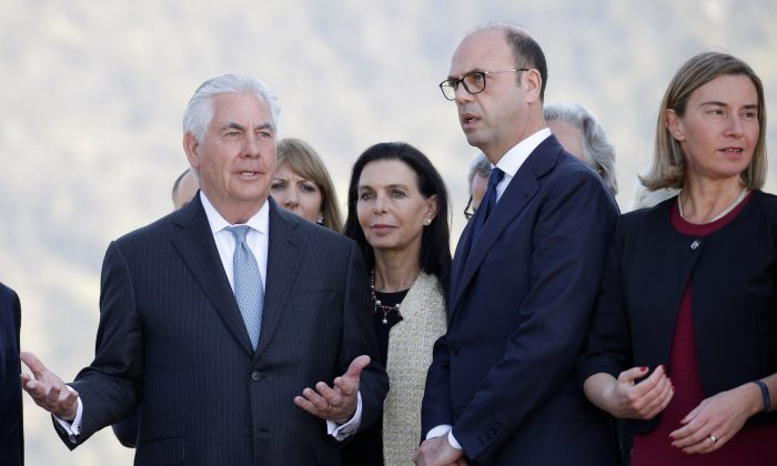 U.S. Secretary of State Rex Tillerson (L) talks with Italy's Foreign Minister Angelino Alfano (C) and E.U. High Representative for Foreign Affairs Federica Mogherini (R) during a ceremony at the Sant'Anna di Stazzema memorial, dedicated to the victims of the massacre committed in the village of Sant'Anna di Stazzema by the Nazis in 1944 during World War II, Italy on April 10, 2017. (REUTERS/Max Rossi)