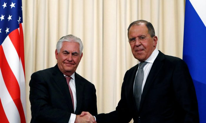 Russian Foreign Minister Sergei Lavrov shakes hands with U.S. Secretary of State Rex Tillerson during a news conference following their talks in Moscow, Russia on April 12, 2017. (REUTERS/Sergei Karpukhin)