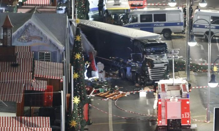 A general view shows the site where a truck ploughed through a crowd at a Christmas market on Breitscheidplatz square near the fashionable Kurfuerstendamm avenue in the west of Berlin, Germany, December 19, 2016. (REUTERS/Pawel Kopczynski)