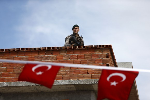 Turkish security officer is seen on the roof next to the polling station during a referendum in the Aegean port city of Izmir, Turkey, April 16, 2017. (REUTERS/Osman Orsal)
