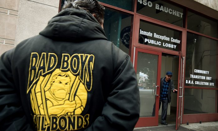 A man in a Bad Boys Bail Bonds jacket waits outside the Sheriff's Department Inmate Reception Center in Los Angeles, Calif. on Jan. 30, 2015. (MARK RALSTON/AFP/Getty Images)