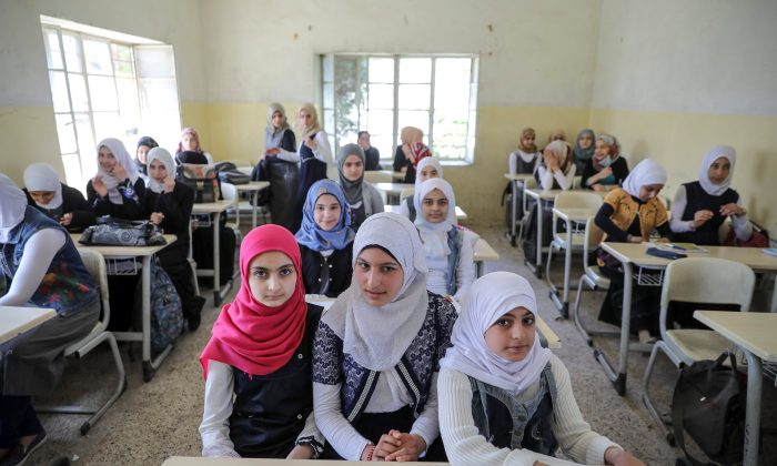 Pupils attend a class at an elementary school in eastern Mosul, Iraq on April 17, 2017. (REUTERS/Marko Djurica)