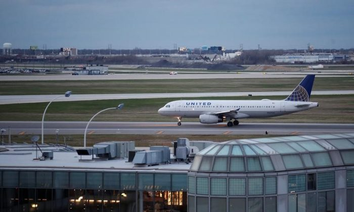 A United Airline Airbus A320 aircraft lands at O'Hare International Airport in Chicago, Ill., on April 11, 2017. (REUTERS/Kamil Krzaczynski)