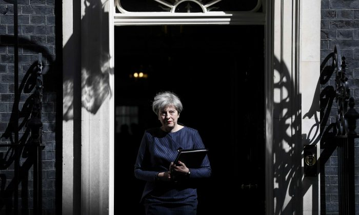 Britain's Prime Minister Theresa May prepares to speak to the media outside 10 Downing Street, in central  London, Britain on April 18, 2017. (REUTERS/Stefan Wermuth)