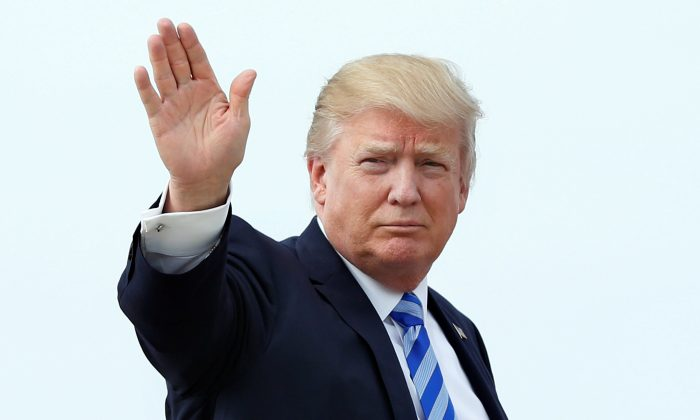 President Donald Trump waves as he boards Air Force One at Joint Base Andrews outside Washington, U.S., before traveling to Palm Beach, Florida for the Good Friday holiday/Easter weekend on April 13, 2017. (REUTERS/Yuri Gripas)