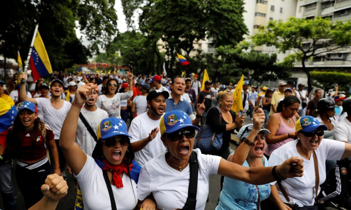 """Demonstrators rally during the so-called """"mother of all marches"""" against Venezuela's President Nicolas Maduro in Caracas, Venezuela April 19, 2017. (REUTERS/Carlos Garcia Rawlins)"""