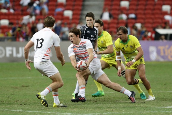 Will Glover of England looks to pass during the Bronze Final 2017 Singapore Sevens match between Australia and England at National Stadium on April 16, 2017 in Singapore. (Suhaimi Abdullah/Getty Images)