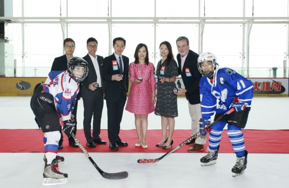 (L-R) Captain of HK Selects White (white), Mr Eason Fong, Operation Manager of Mega Ice, Mr Sam Wong, Executive Director of the Hong Kong Amateur Hockey Club, Mr Thomas Wu, Chairman of the Hong Kong Amateur Hockey Club and title sponsor for the 2017 Mega Ice Hockey 5's Youth Divisions, Ms. Czarina Man, Director of MegaBox, Ms Christina Wong, Senior Manager of Mega Ice, Mr. Tom Barnes Tournament Advisor and captain of Bangkok Warriors (blue), officiate today's Mega Ice 5's Youth Divisions puck drop ceremony. (Mega Ice)